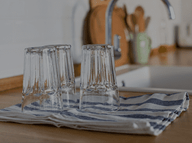 clean glasses drying